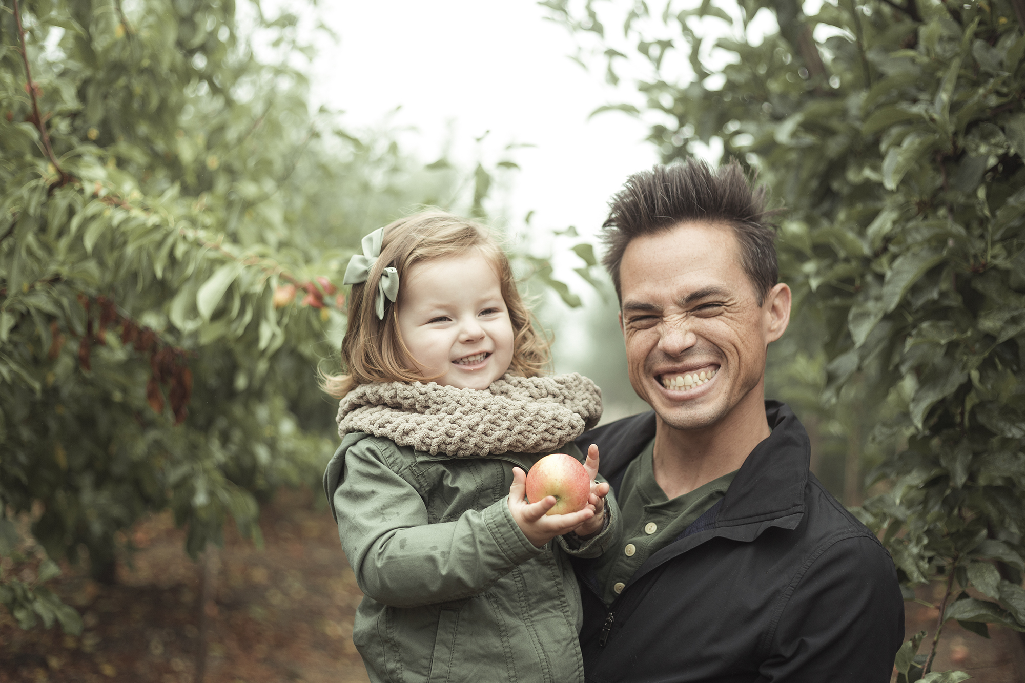 Apple Picking - Riley Los Rios Oak Glen-3.jpg