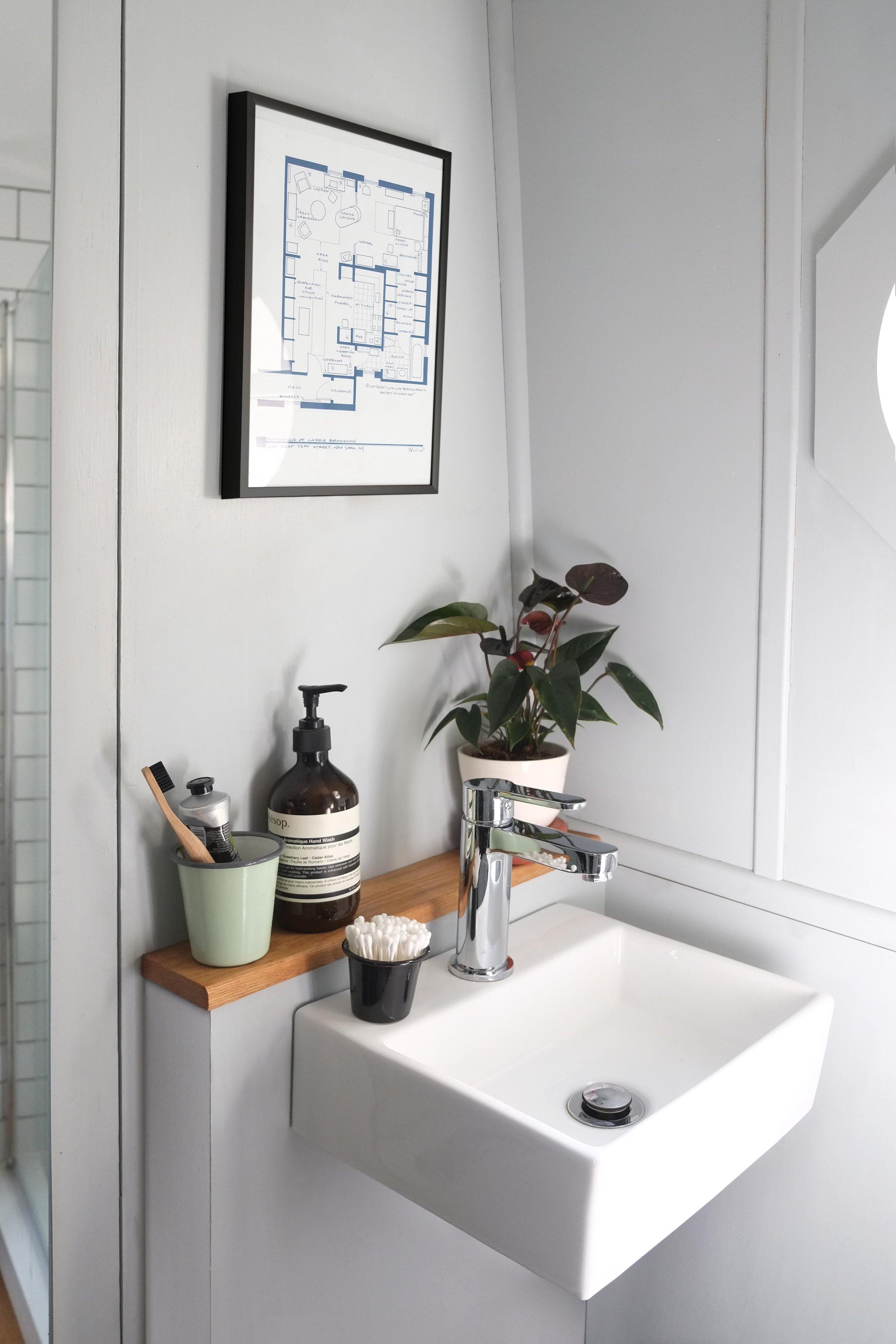 lunarlunar_interior_design_canal_boat_small_space_bathroom_sink.jpg