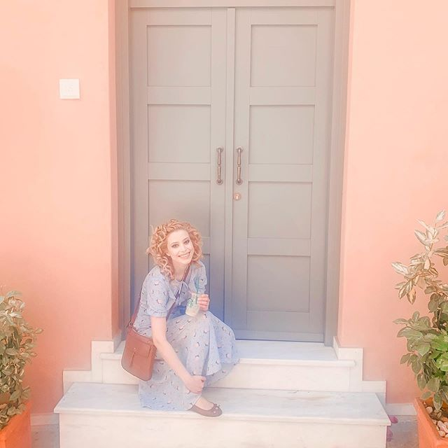 Always finding pretty doors to pose next to. Always got an iced latte in hand. Yes, I'm definitely a cliche 💁♀️ #Greece #Athens #summer #lifestyleblogger #doorsofinstagram #Dubaibloggers #Accessorize