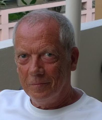 """John Block, forfatteren av den kombinerte reiseskildringen og krimboken """"Birøkterens makabre hemmelighet"""" har tidligere utgitt to fagbøker om nettverk på Yrkesforlaget og er medlem i NFFO. Block er født i Borgund kommune, men bor nå i Froland om sommeren og i Thailand om vinteren. Forfatteren er tidligere elektriker og datatekniker med utdanning i Informatikk ved UIO. Han drev sitt eget datafirma fra 1991 - 2011 og avsluttet karrieren som prosjektleder i oljerelatert virksomhet. Nå nyter han livet som pensjonist. """"Birøkterens makabre hemmelighet"""" er hans debut som skjønnlitterær forfatter.  Les mer om boken."""