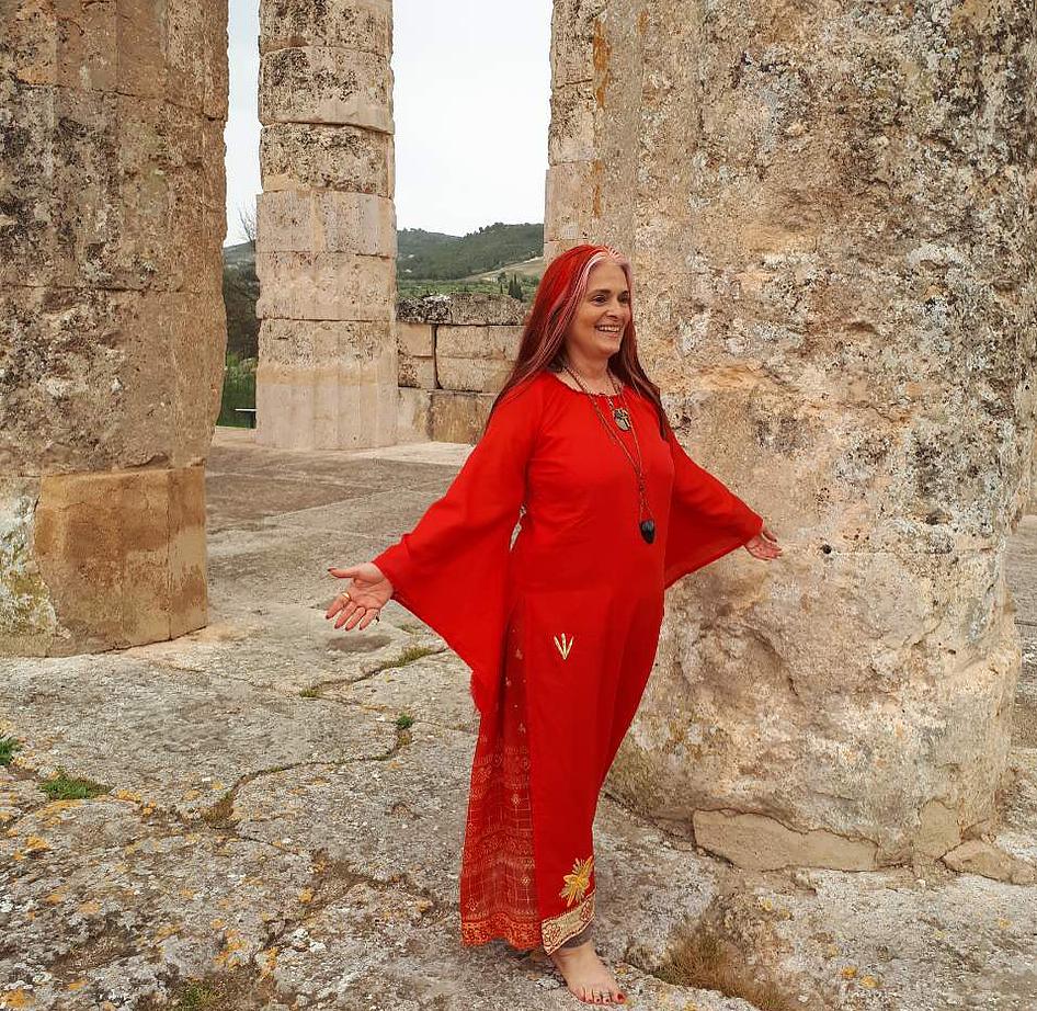 woman arising greek 2.png