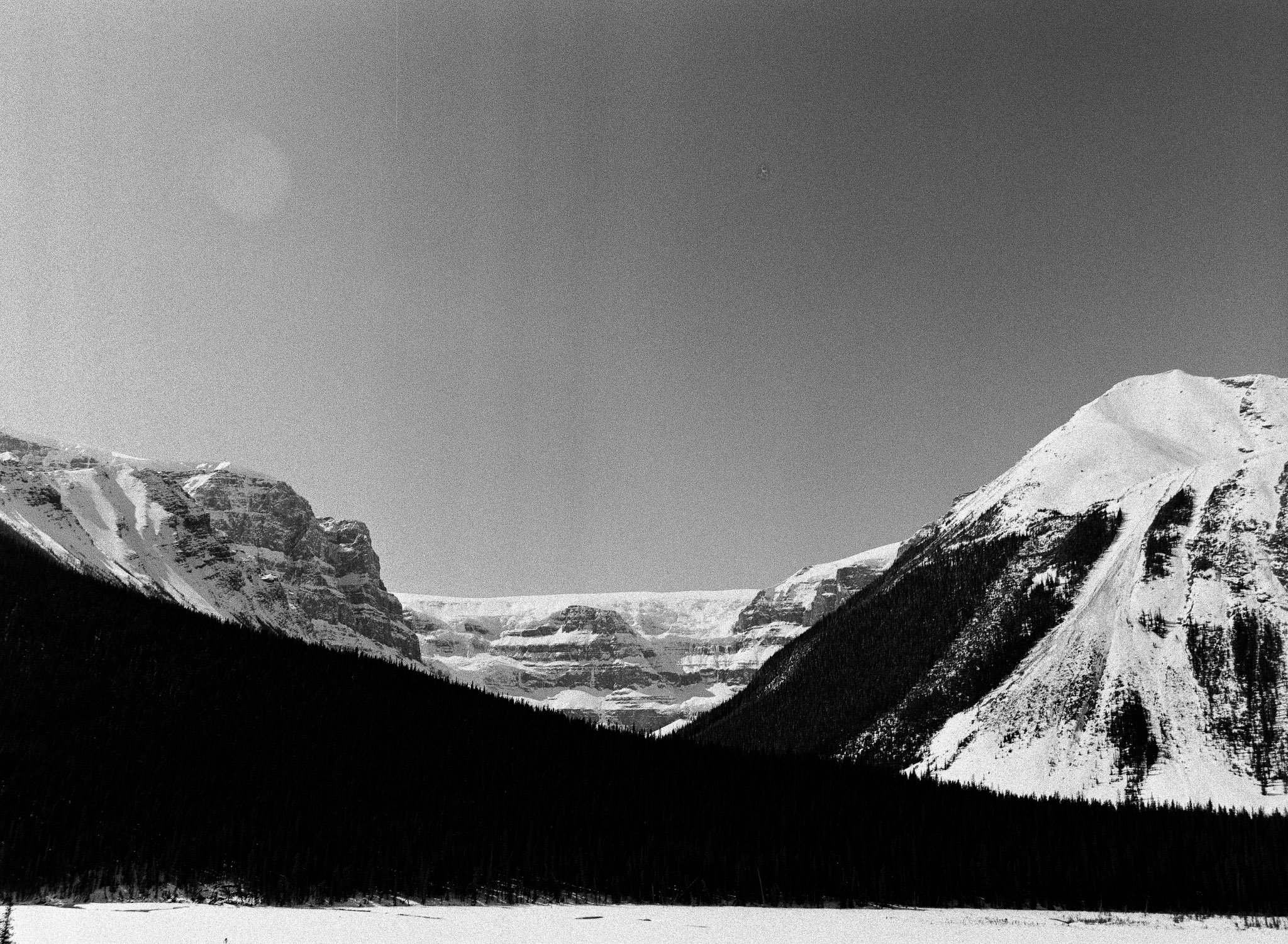 Layercake mountains and sprawling glaciers. // TMAX400