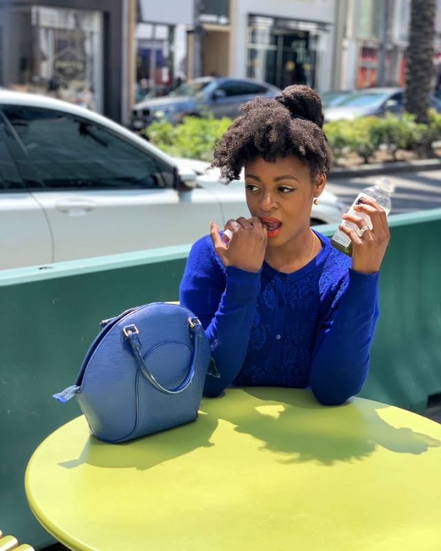 """Is it just me, or do you feel like candid pictures come out better too? Thanks @chebellayvannia for capturing the """"moment"""" 😂 . . . . . #fashionlovers #naturalhair #naturallyshesdope #pressedjuicery #blackboldandnatural #healthyhair #naturalista #naturalhairjourney #twistout #beverlyhills"""