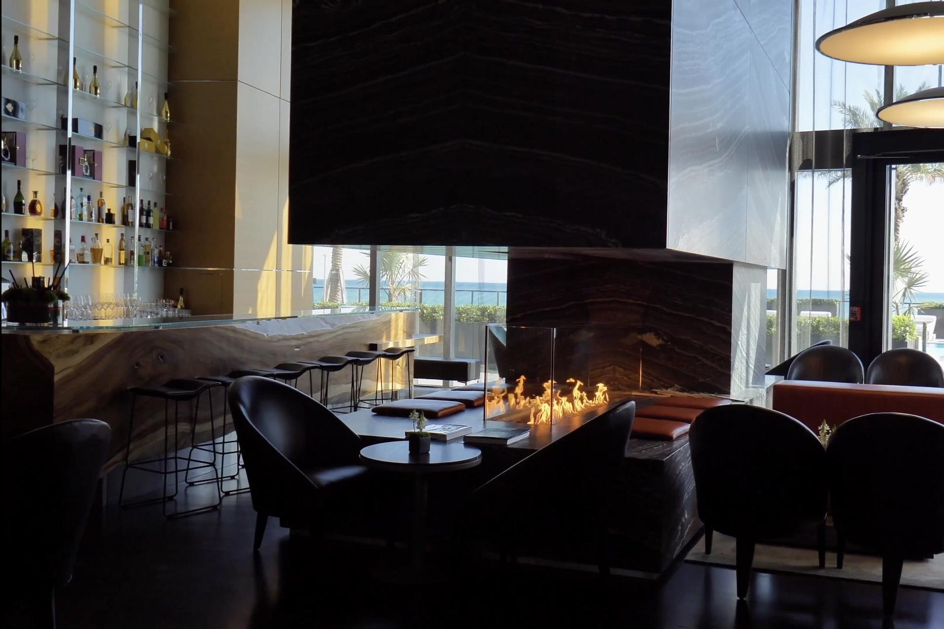 Bar in Lobby.jpg