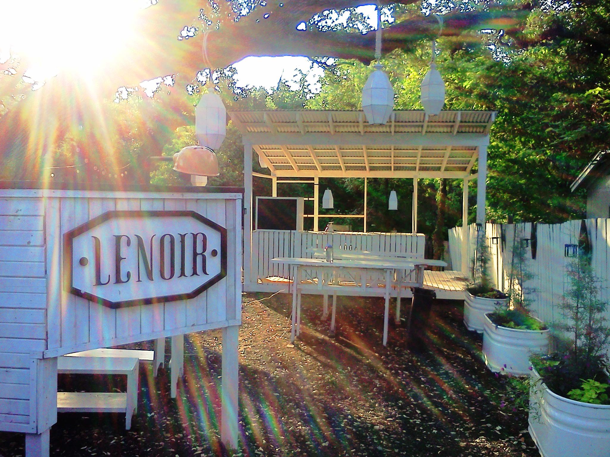 nf-C-Lenoir-Outdoor-Serving-Station-pic1.jpg
