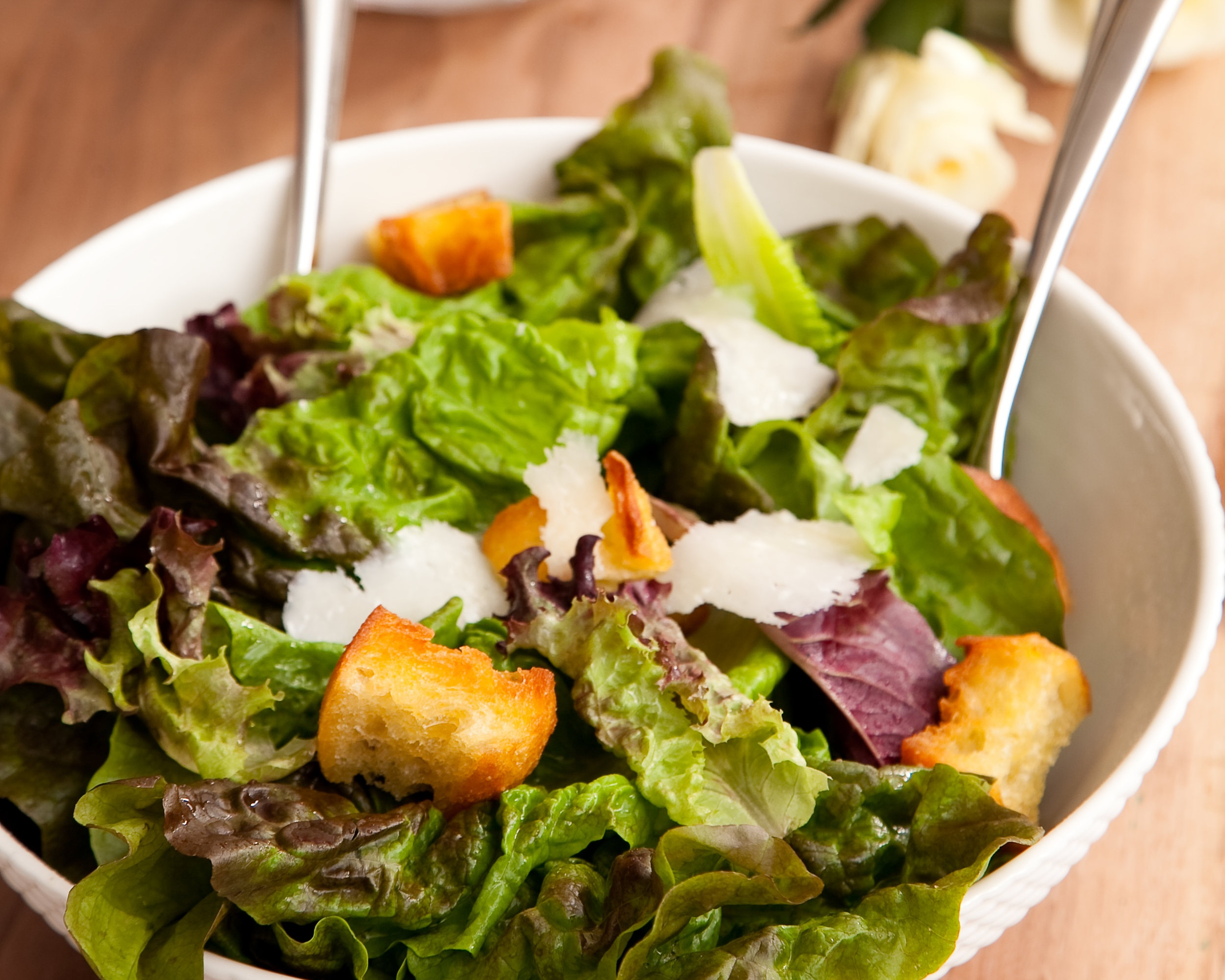 Red oak leaf with garlic croutons and Dijon dressing.jpg