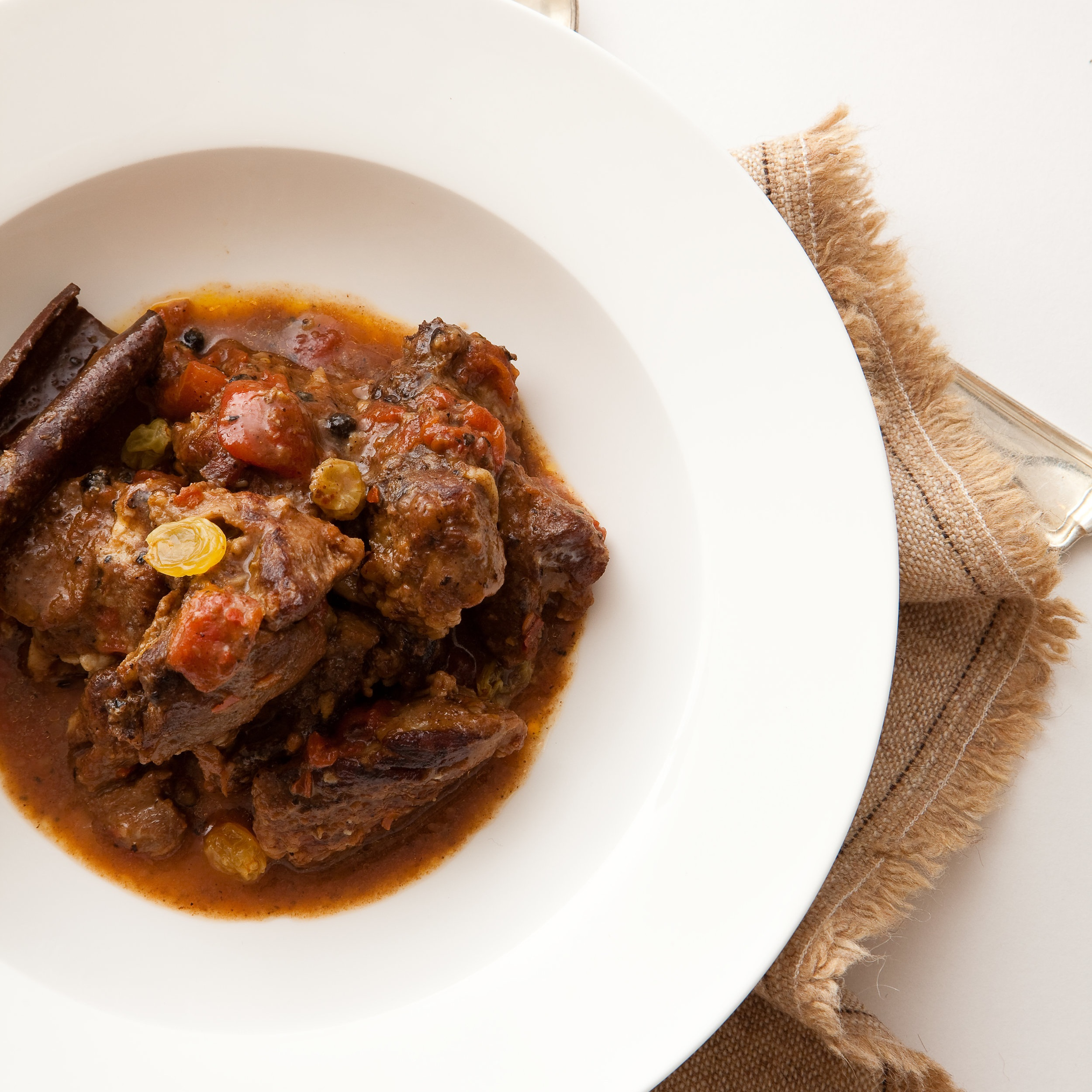 Lamb stew with cinnamon and raisins.jpg