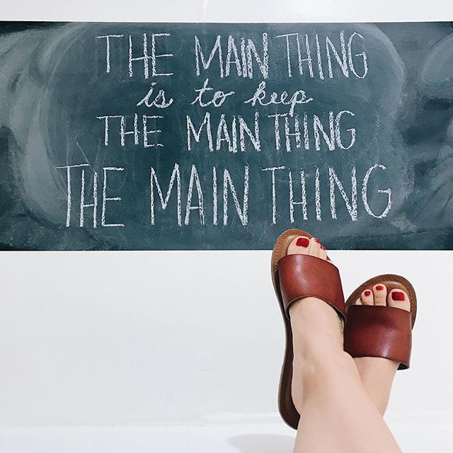 The main thing is to keep the main thing the main thing. ⁠— Stephen Covey ⠀⠀⠀⠀⠀⠀⠀⠀⠀ So is your main thing the main thing? or is the main thing getting lost in the other things? #thatnostufflife #LAminChalkboard