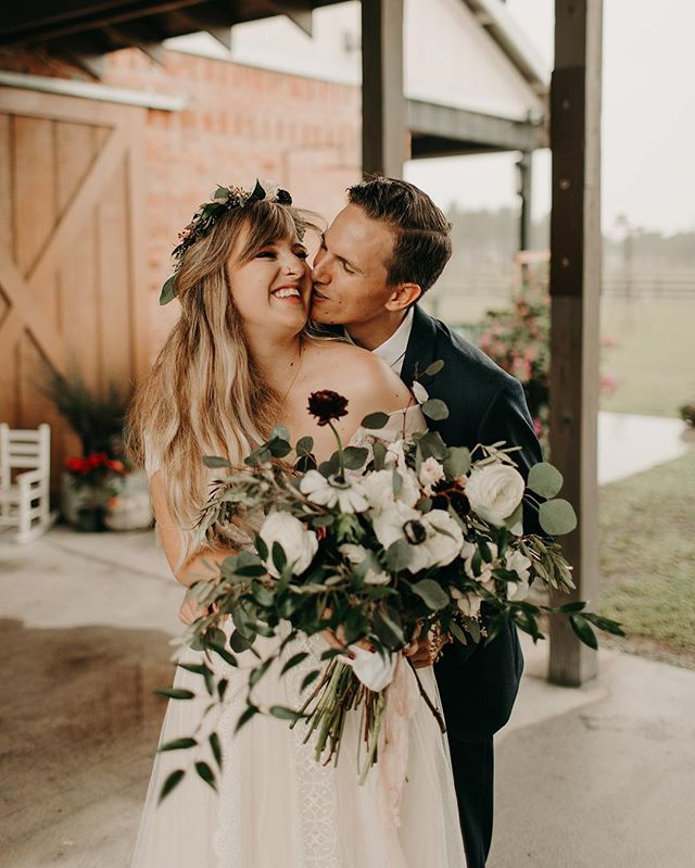 How cute are they?!?! We got Taylor & Harrison's wedding pictures back this week & we are in LOVE. Thank you again for blessing us with the honor of hosting you two at the farm! What are your thoughts on the rustic/boho feel to their gorgeous wedding? ✢ ✢ ✢ ✢ ✢  Venue   @heavenlyfarmsweddings Photography   @leahmillerphotography  Flowers   @ivy_and_vine_floral_design