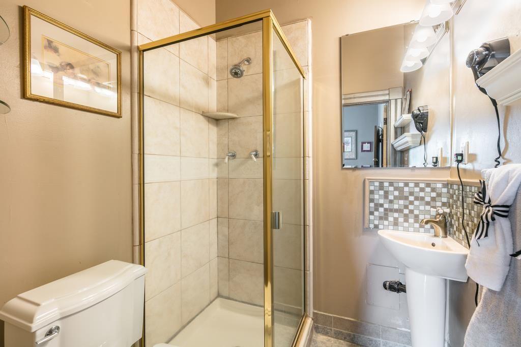 Bedroom 2 Bathroom.jpg