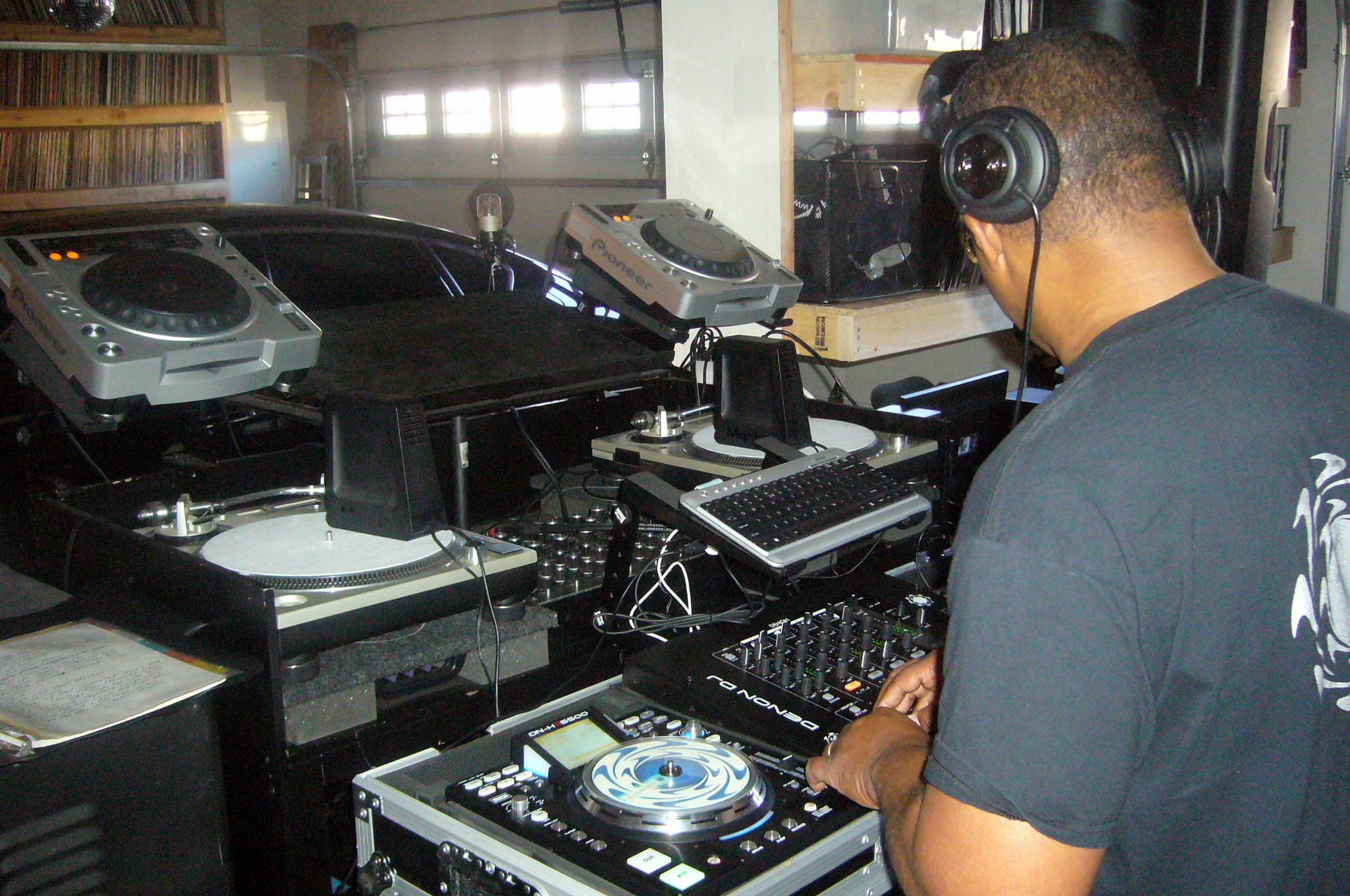 Addicted Radio studio, 2009.