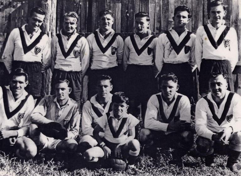 1943-Balgownie Rangers - Back: W Cram, L McCann, R McKinnon, C Coupe, M Barwise and N Barwise;Front: W Tolson, R Henson, A Miley, K James, & F Dal Santo;Mascot: Brian Wellington.