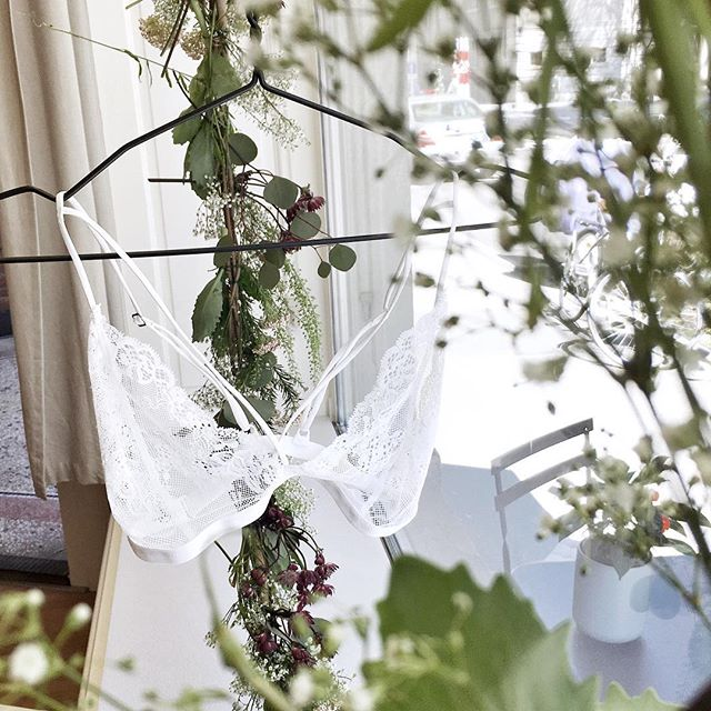New shop window by @etvoila_lu ♡ love it!  #lingerie #love #spring #flowers #lace #bralette #newcollection  _________________________________________________________ #etvoilaluzern #bruchquartier #buylocal #intimates #lingerielife #lingerieaddict #lovelace #lovelingerie #lacebralette #delicate #essentials #handmade #luzern #switzerland