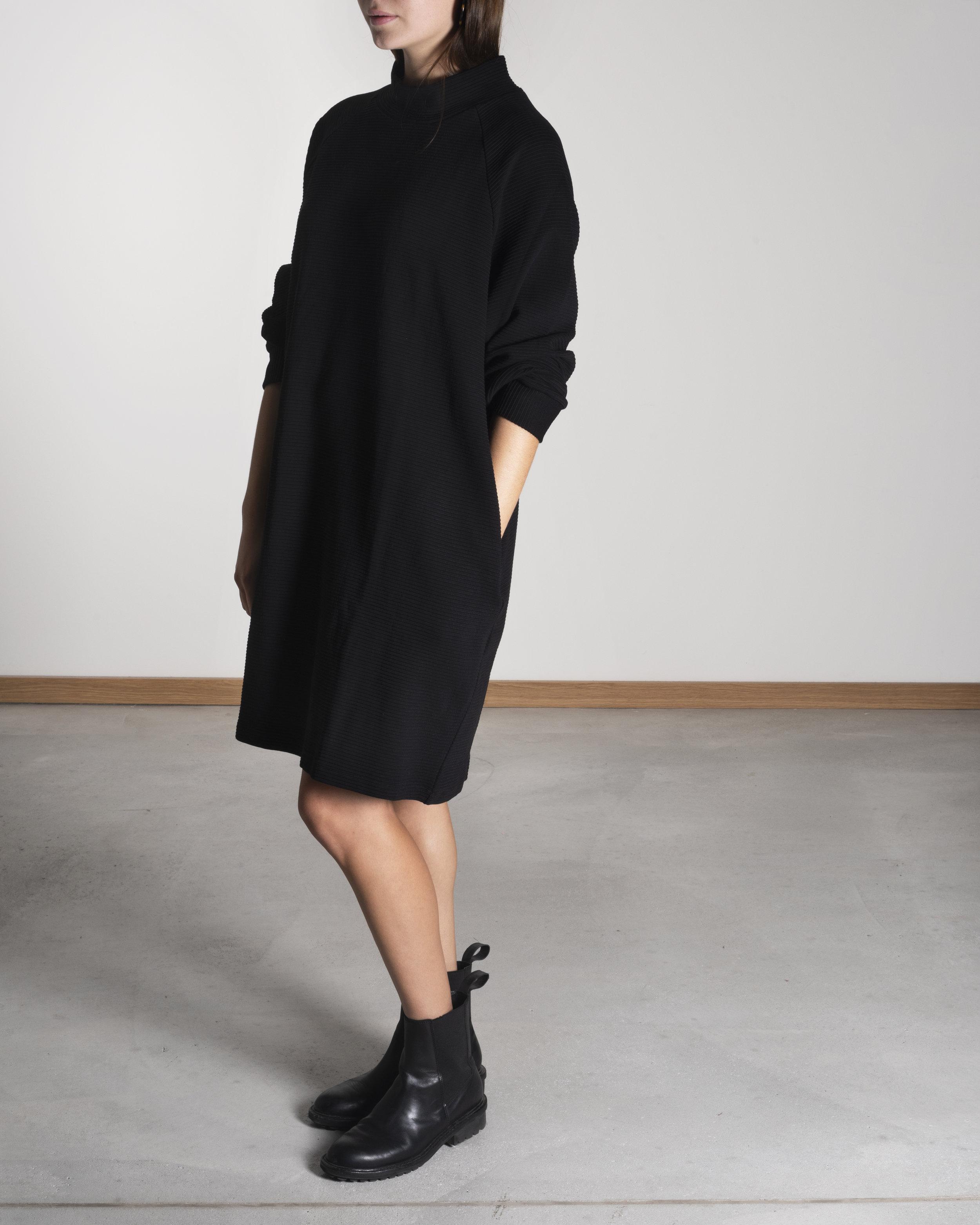 MOMO dress ripp black .jpg