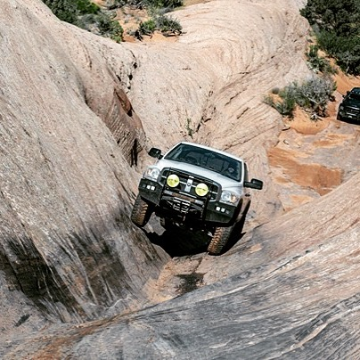 #frontendfriday  Maplewagon coming up #hellsgate on #hellsrevenge trail in #moab  Thanks @jeepnjonny for keeping my wheels down! 🎥 @offroadpowerwagon