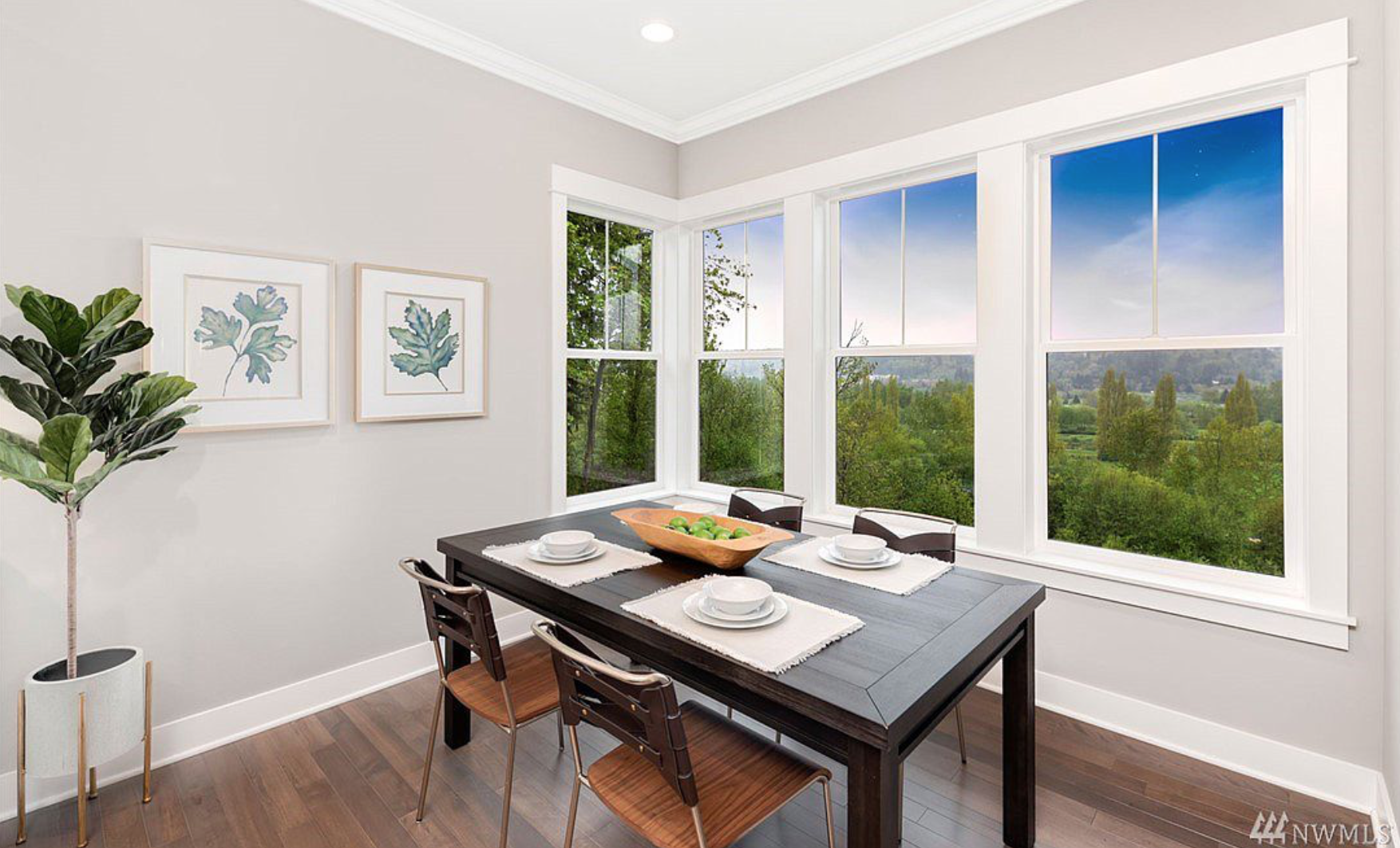 Informal dining area with breathtaking views!
