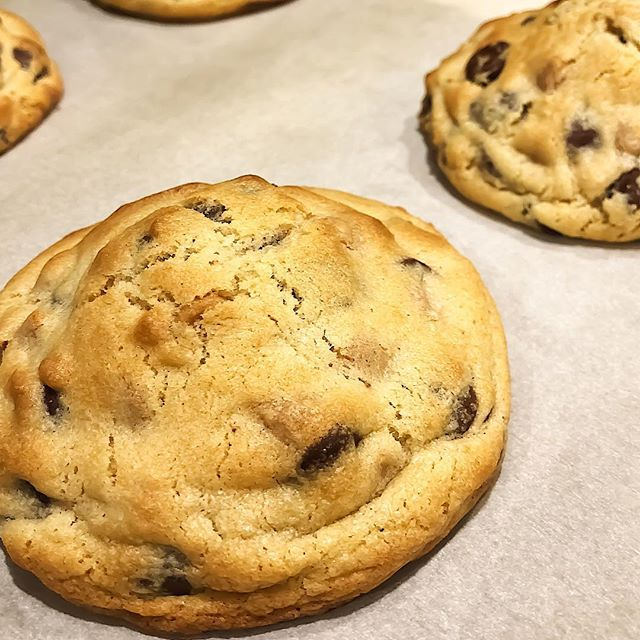 Finally tried the copycat Levain chocolate chip cookies and they are worth every calorie! #levaincopycat #levaincopycatcookies #abountifulkitchen #abountifulkitchenrecipe #chocolatechipcookies