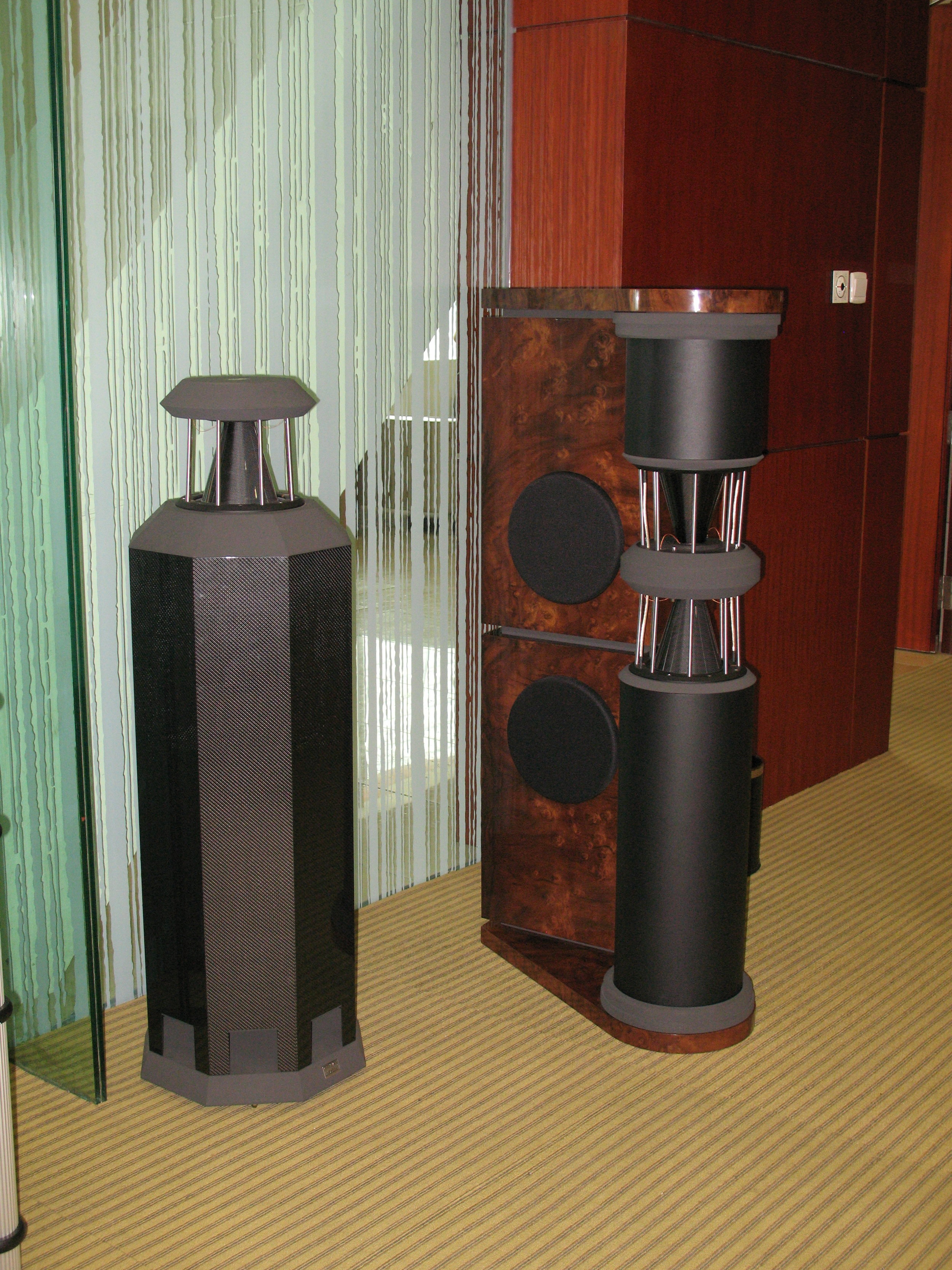 Carbon MK IV and PQS-302  in walnut cluster  high polish | Guangzhou Show 2009, China