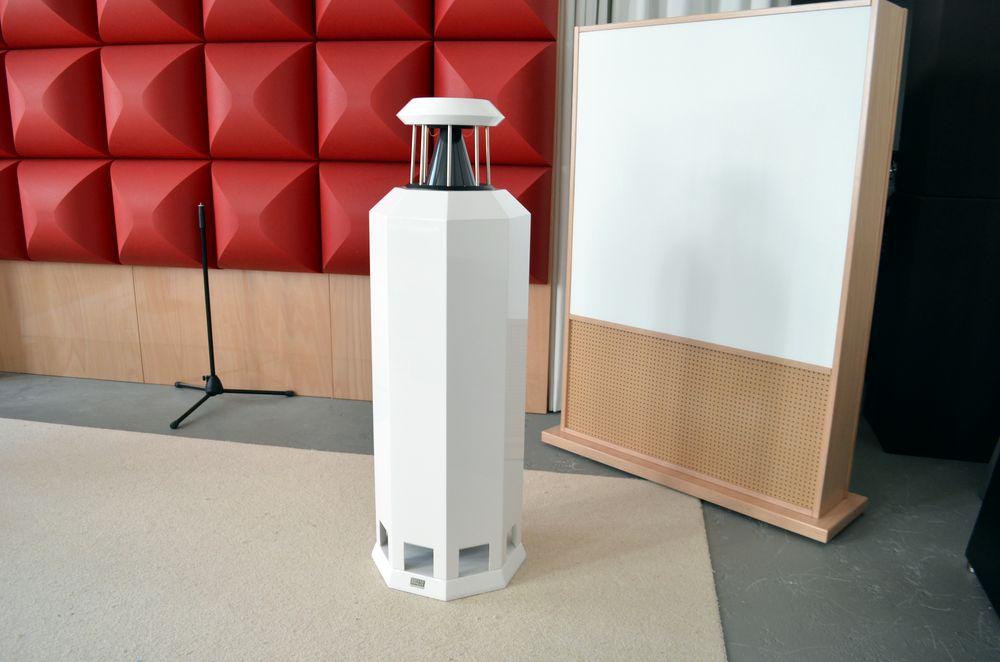 Borderland MK IV loudspeaker in white polyester | German magazine listening room