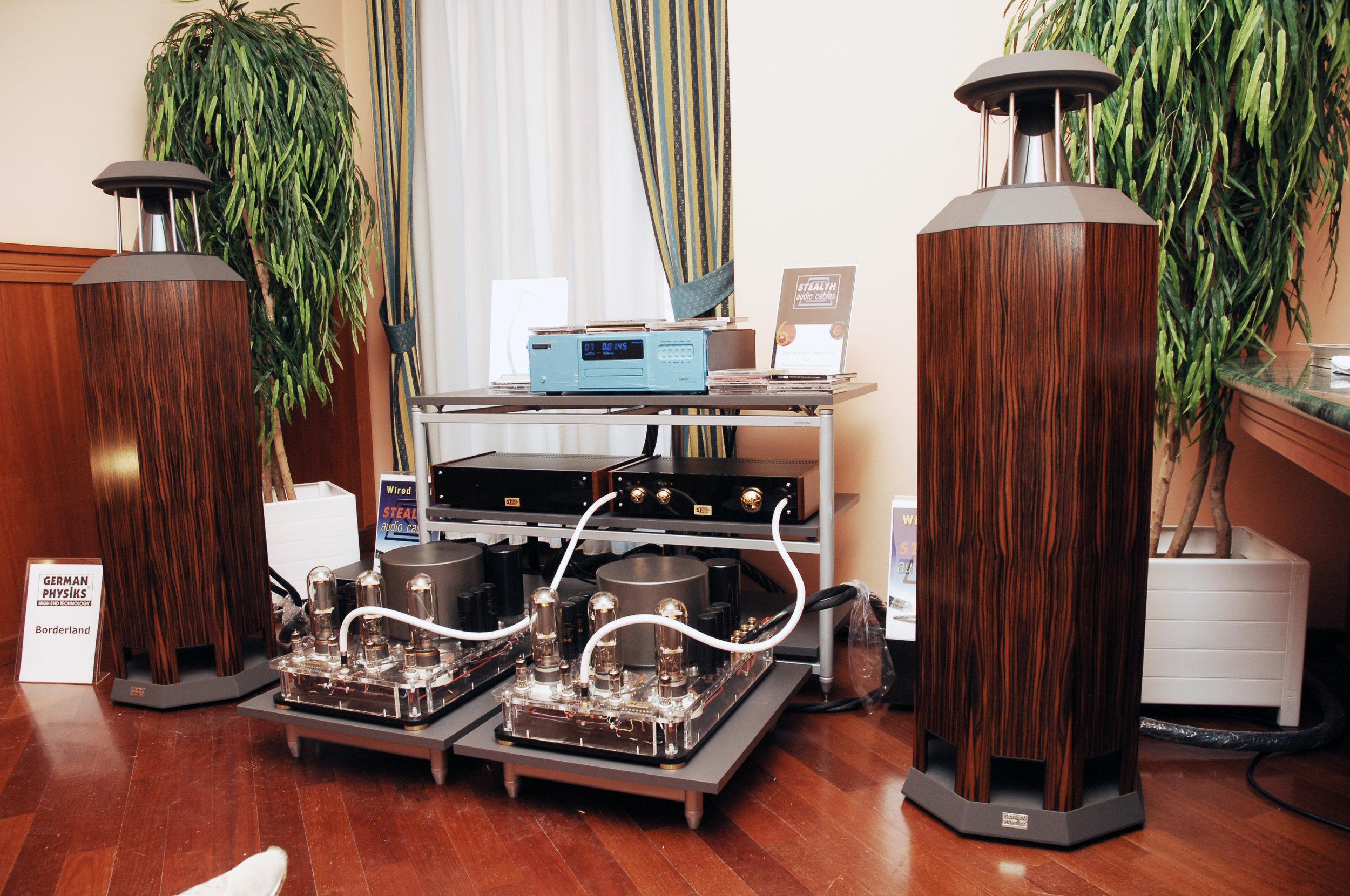 Borderland MK IV loudspeaker in macassar | Italian show 2007