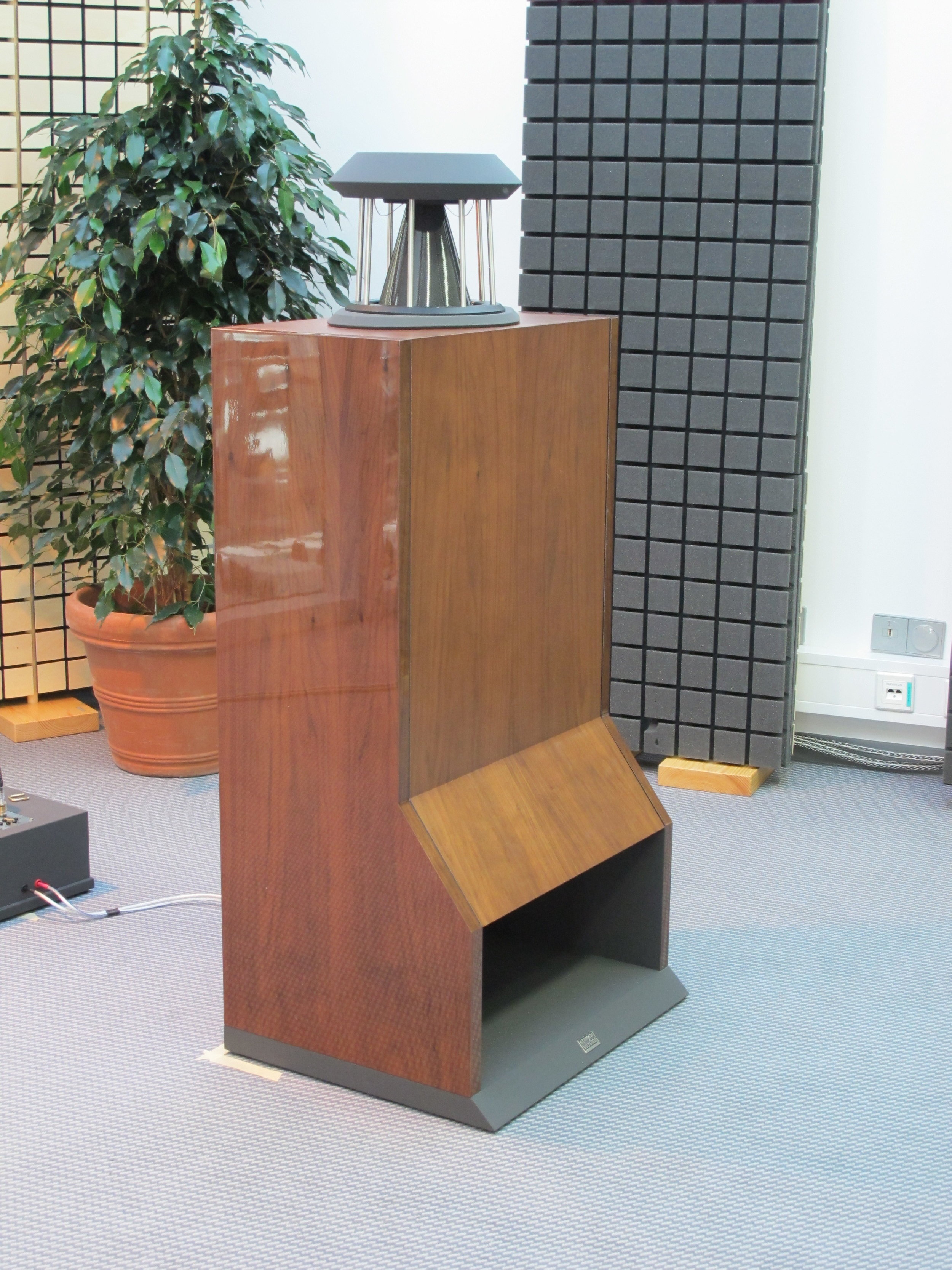 Unicorn MK II loudspeakers in American cherry | Munich Hi-Fi Show 2012, Germany