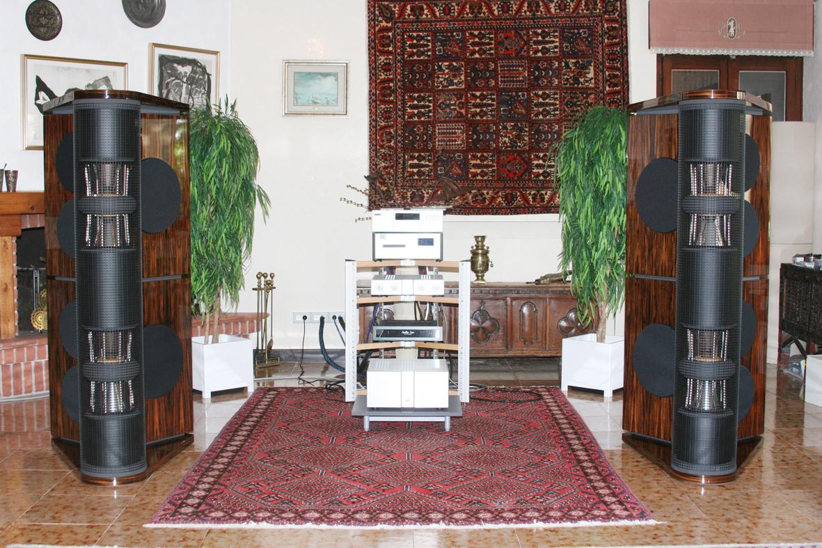 Loreley MK III loudspeakers in macassar high polish with Viola Audio Labs electronics | LP Audio showroom, Italy