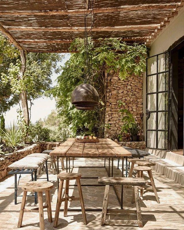 L.A.G.R.A.N.J.A. #favouritespot#lovethedesign#vibe#music#drinks#tuesday#friday#designgoals#interiordesign#restaurantdesign#bohochic