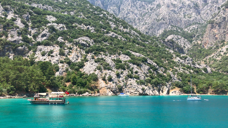 Blue water in Turkey (by Peter Santenello)