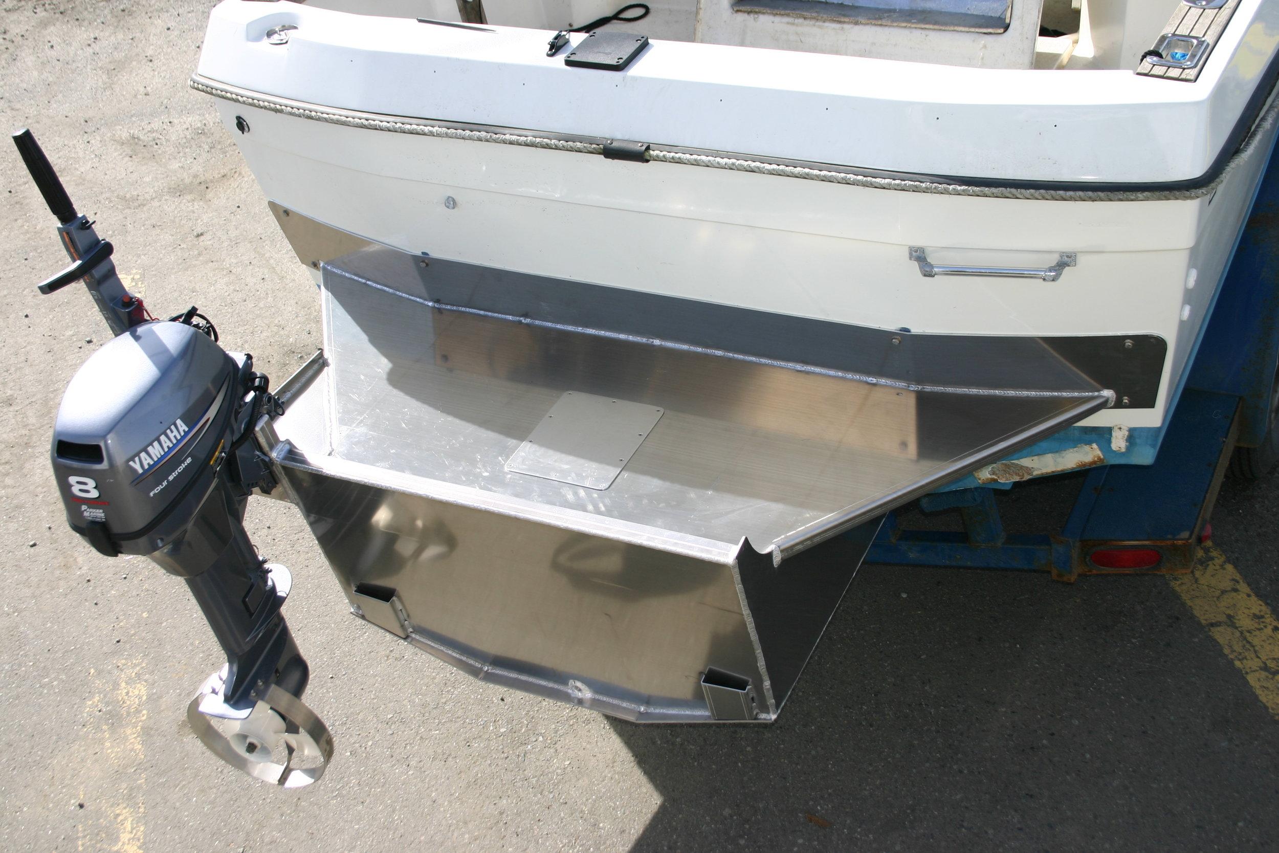 Outboard bkt Fiberglass boat 2010 003.jpg