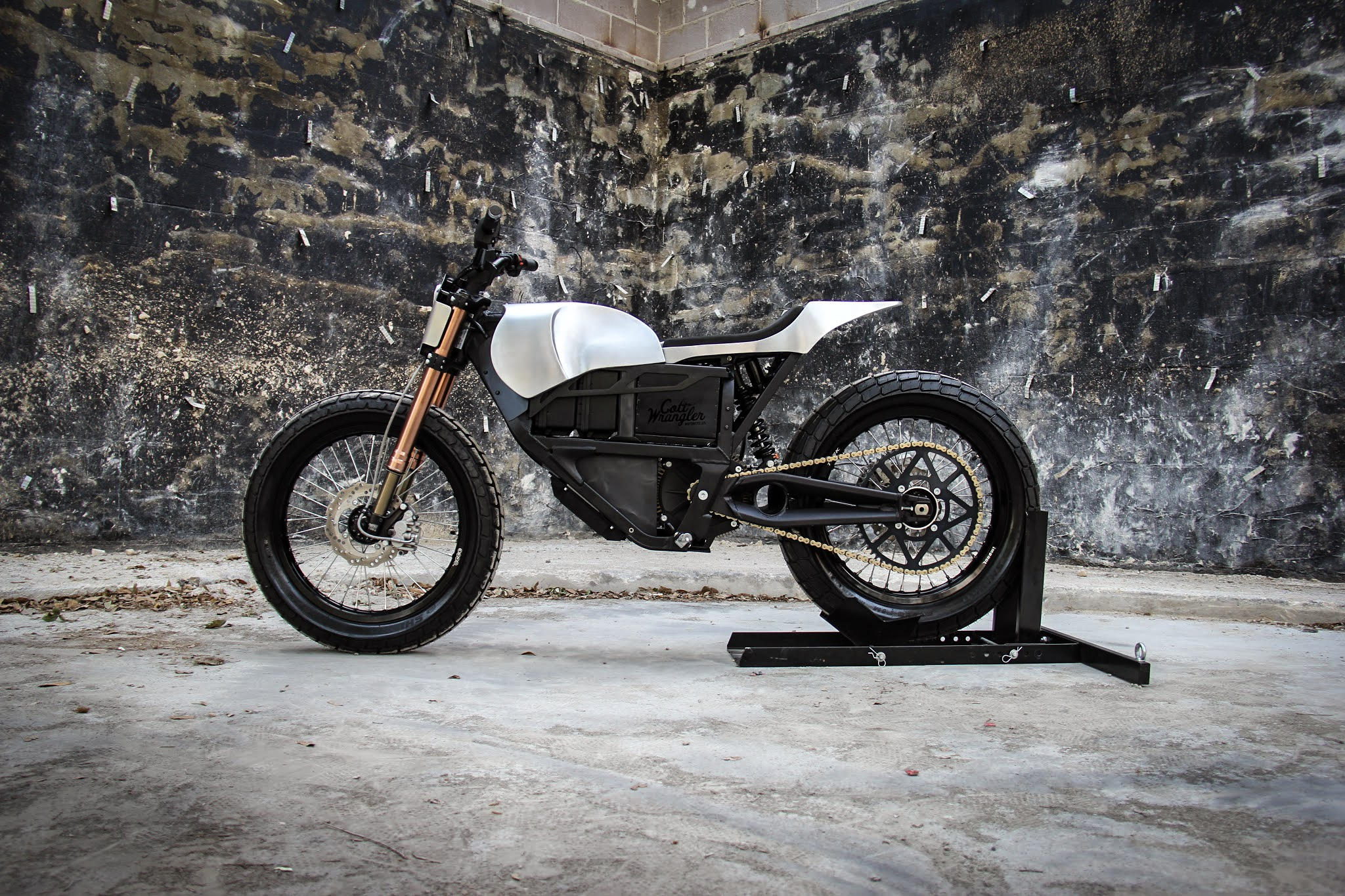 """""""It's one of the freshest-looking bikes we've seen so far this year."""" - - Bike Exif"""