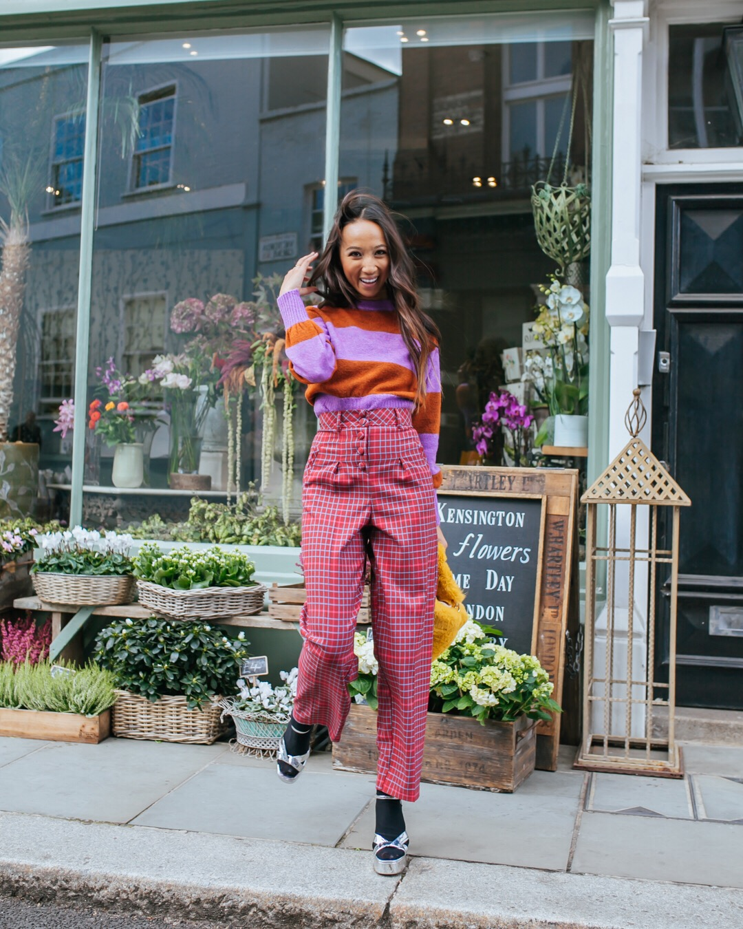 how do iembrace this style? - With a sweater tucked right in.Easy to tame standout trousers with an everyday knit, and tuck it in to temper the volume.