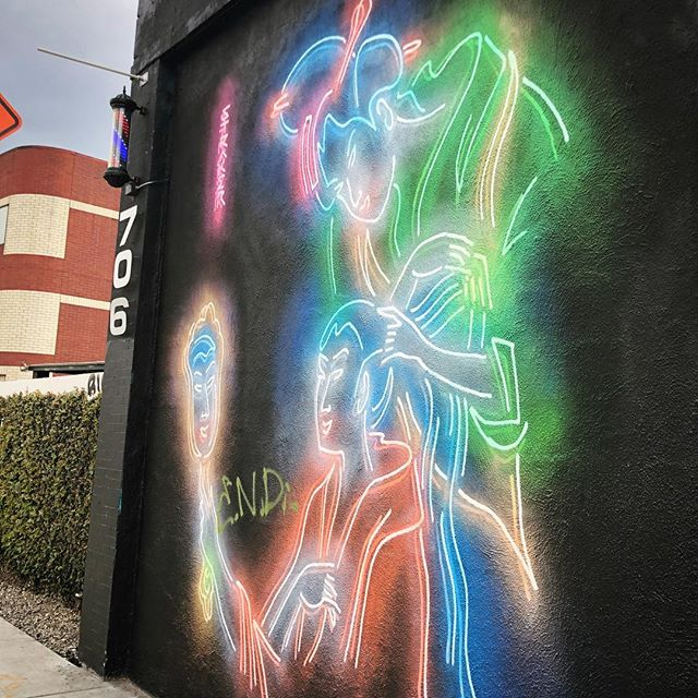 ❤️ Love how this is painted but it looks like glowing neon art. By @muralist — #streetart #mural #littletokyo #dtla #losangeles #artsdistrictla #downtownla #neon