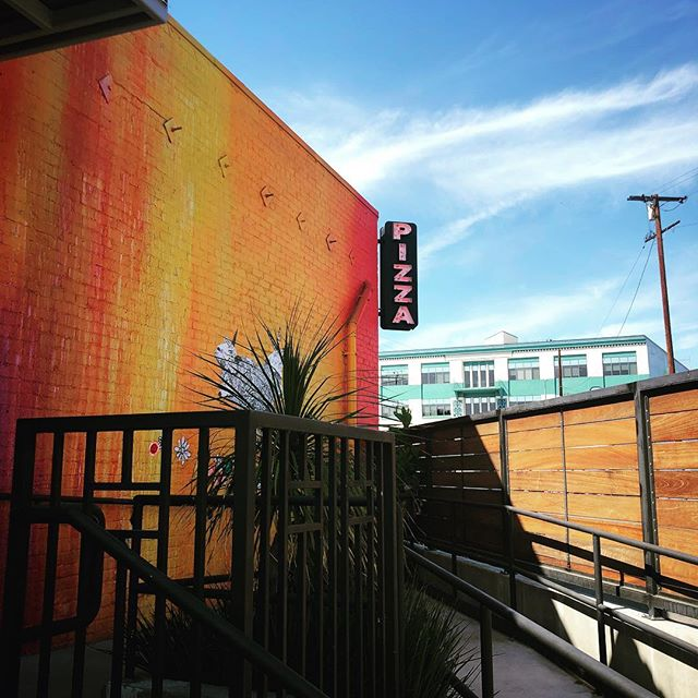 Pizza in the Arts District 🍕 — #losangeles #dtla #pizza #artsdistrict #downtownla #urban #dtlaartsdistrict