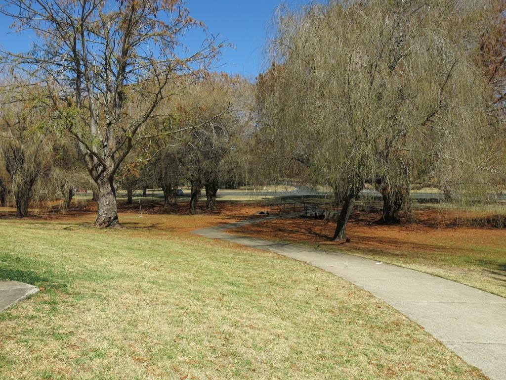 east creek: playground, bar-b-ques, walks 630metres
