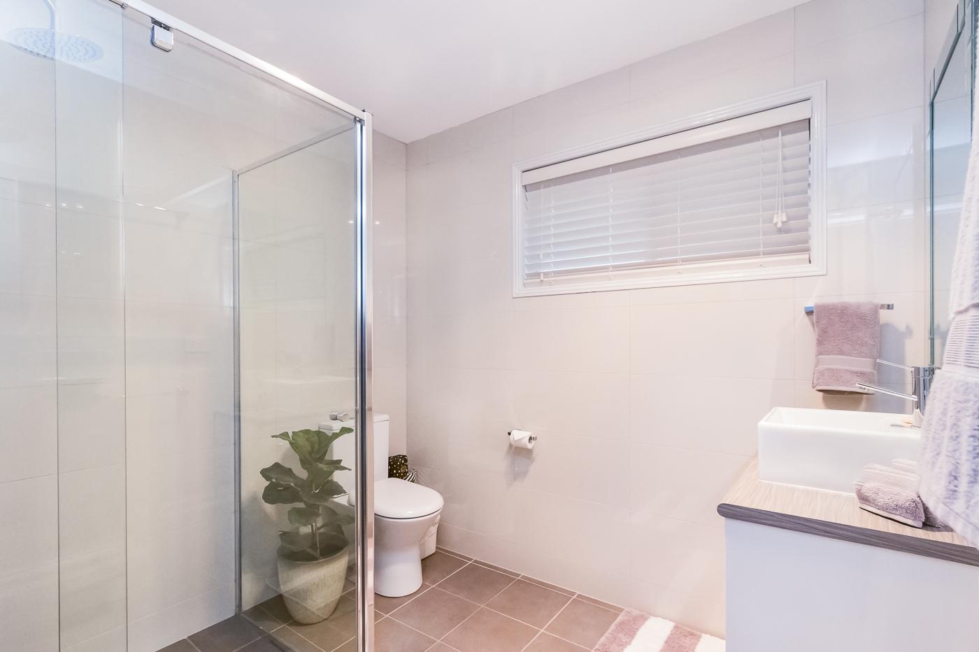 Heated bathroom, luxury towels, local artisan toiletries