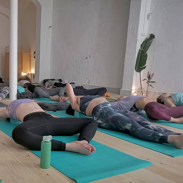 Monday blues? Come on over and play! 🧘🏾♂️ 💐 🤸♀️