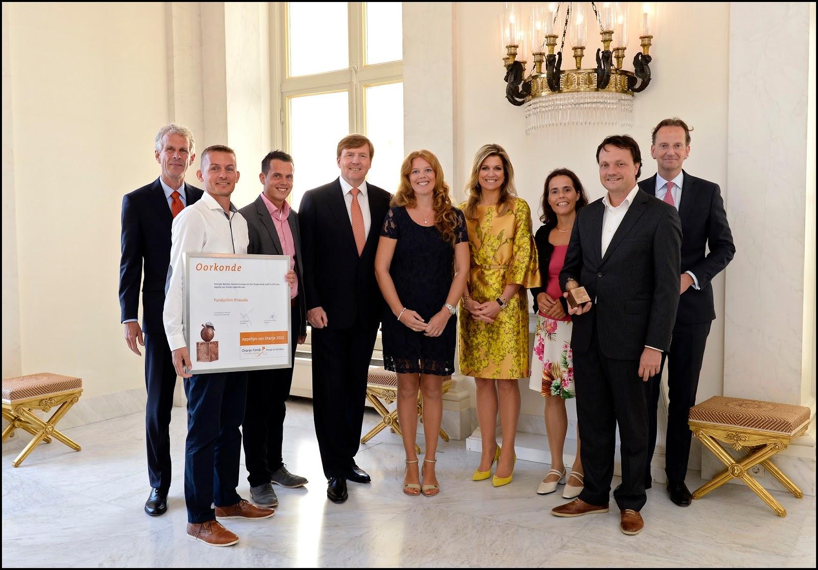 Appeltjes van Oranje 2015 - Groepsfoto Stichting Krusada -¬ Oranje Fonds - Bart Homburg.jpg