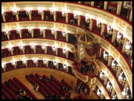 The Teatro di San Carlo in Naples where Rossini was composer in residence (Photo:  Pask00 )