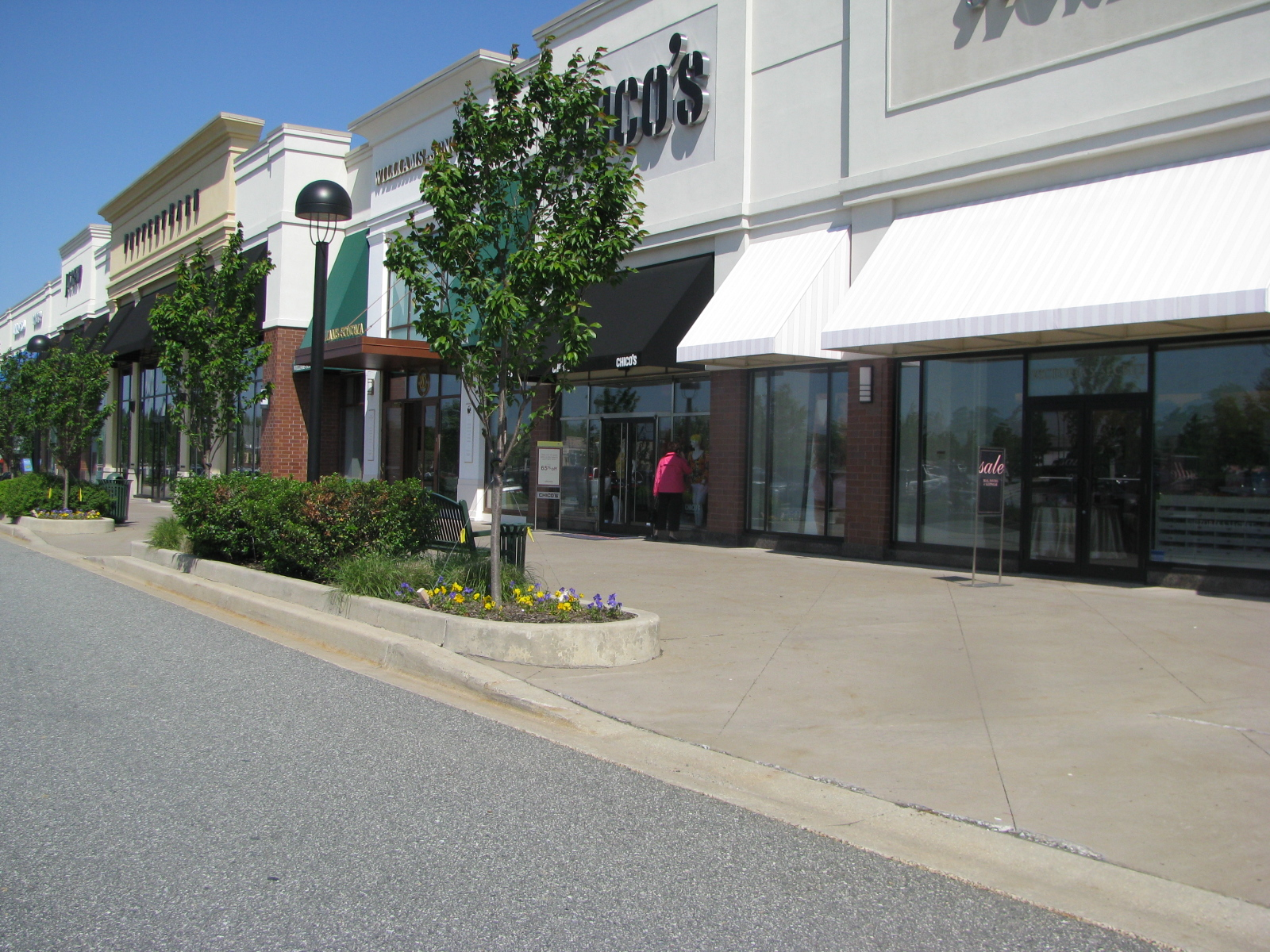 Shopping_Center_Facade.jpg