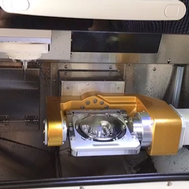 """Tärtiärkonstruktion mit Galvanokronen auf Implantaten. """"Arum 5X-200"""" Milling Machine Gefräst in Kobalt Chrom"""