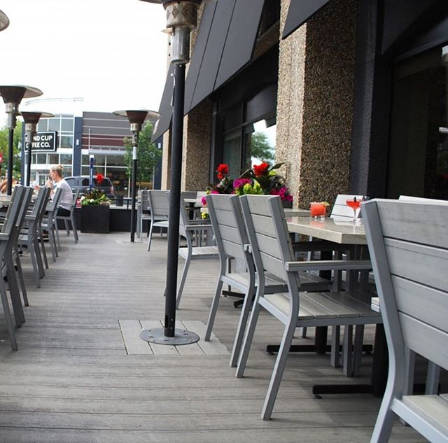 ANJU || Enjoy a cool beverage on the @macleodbuilt renovated patio at @anjurestaurant. • • • Photo by: @eatnorth #macleodbuilt #macleodbuilders #patio #patiodrinks #macleodandproud #yycrestaurants #asianfood #yycfood #anju #anjurestaurant #summer