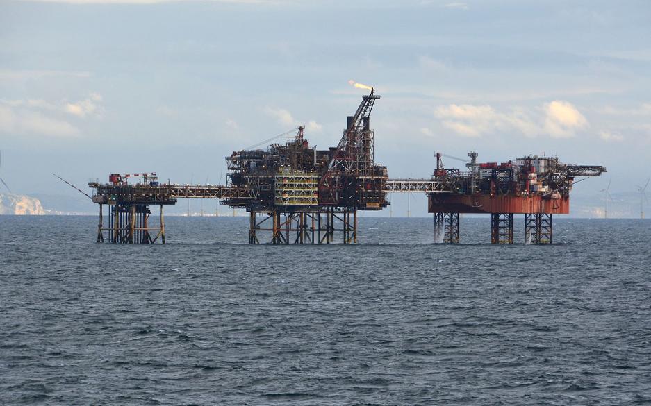 Douglas complex -  Source: https://commons.wikimedia.org/wiki/File:Douglas_oil_complex,_Irish_Sea_off_North_Wales.jpg