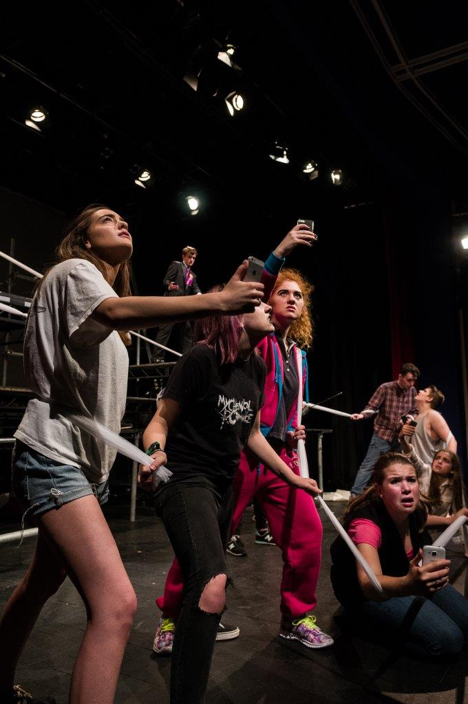 Cracked_Stamford-Senior-Youth-Theatre_1148.jpg