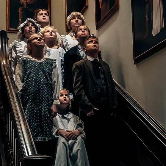 Halloween-ghosts-stairs.jpg