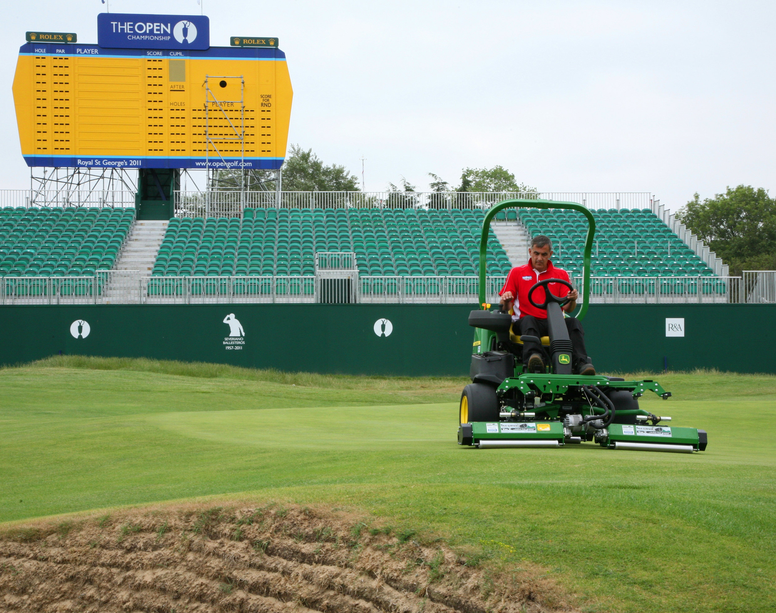 true-surface-rollers-on-royal-st-georges-18th-green.jpg