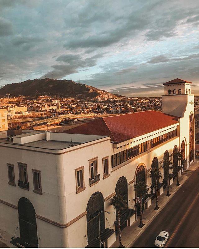 Room with a view 📷 @smhome_design • #hotelindigoelpaso #hotelindigo #elpasotexas #elpaso #itsallgoodep