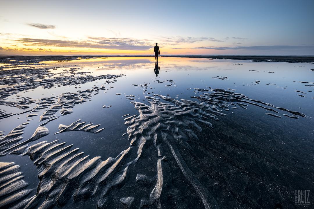 Black Sand Silhouette / Ernesto Ruiz