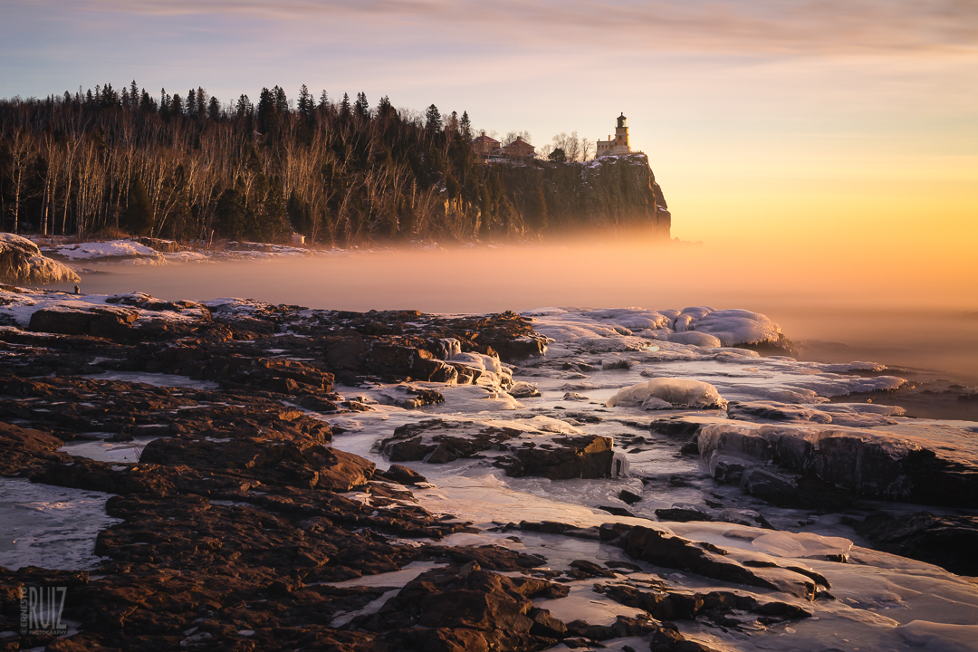 Misty Split Rock Dawn / Ernesto Ruiz
