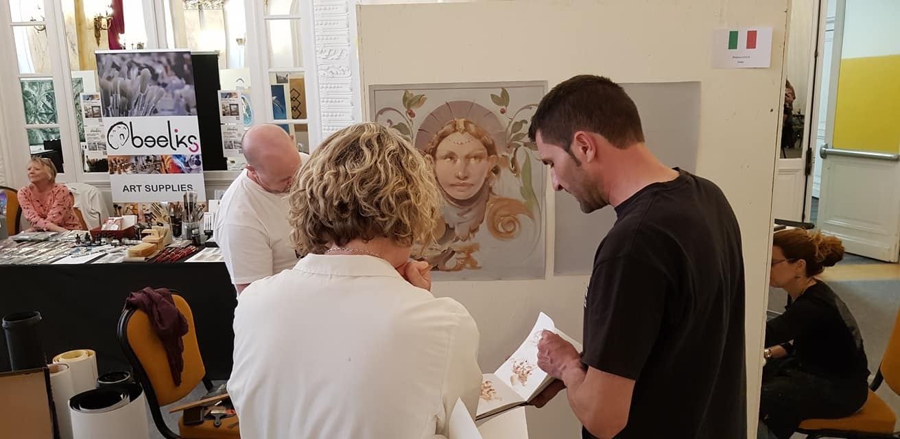 Here I am talking with Stefano Luca who is a master at brushwork and so humble! He and his wife Caterina hosted Salon in Lecce Italy.