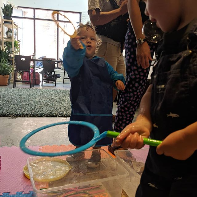 Two words: Bubble. Time. #chickadeeart #artclass #makeshift #kidsclassdc #familytime